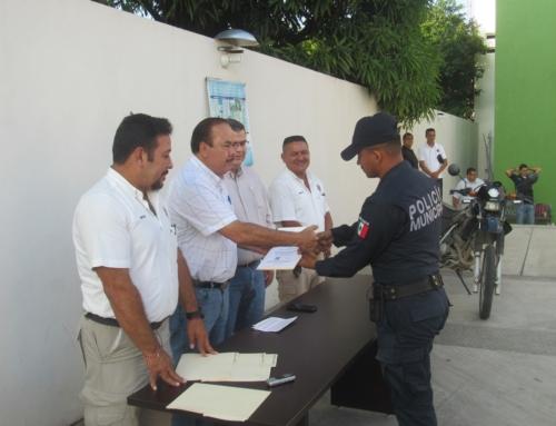 Policías de Armería reciben incremento del 12 por ciento: Márquez *Reciben 12 agentes  Certificado Único Policial